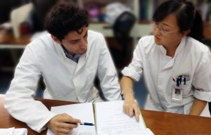 International students on ward in Shanghai, China. Apply now for an internship in Shanghai China or In Botucatu, Brazil.